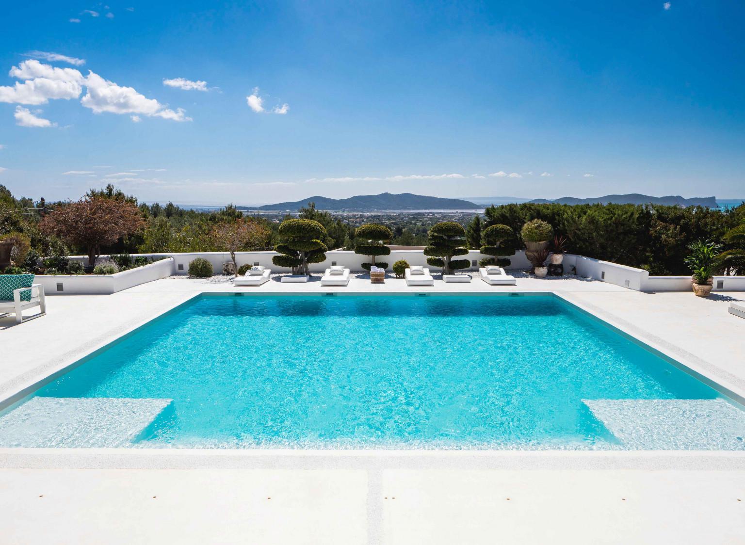 Luxury Villa Holidays & Private Villa Rentals | Mr & Mrs Smith
