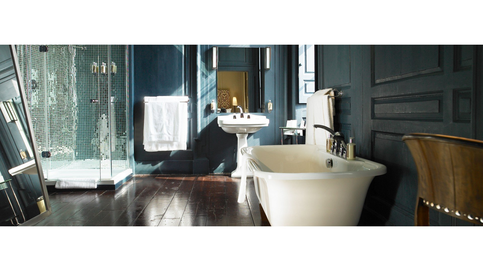 Hotels with roll top baths
