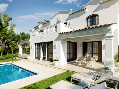 Photo of Four Bedroom Villa with Pool and Kitchen