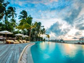 Combine a three night stay at COMO Cocoa Island with three nights or more at COMO Maalifushi.