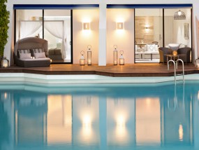 One-Bedroom Direct Pool Access Suite