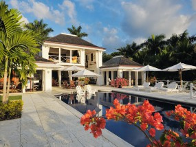 Luxury Four-Bedroom Villa (with private pool)