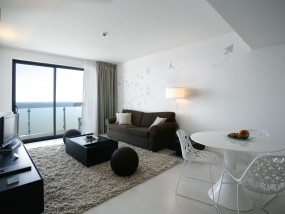 One-Bedroom Memmo Suite - Frontal Sea View