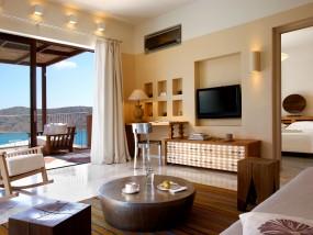 Premium One-Bedroom Suite with Outdoor Jacuzzi (Sea View)