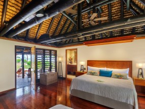 Deluxe Oceanfront 2-bedroom bure